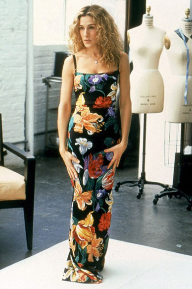 Carrie-Bradshaw-Sex-And-The-City-Sarah-Jessica-Parker-Best-Looks-StyleChi-Black-Floral-Maxi-Dress
