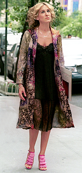 Carrie-Bradshaw-Sex-And-The-City-Sarah-Jessica-Parker-Best-Looks-StyleChi-Floral-Multicolour-Coat-Lace-Overlay-Black-Dress-Pink-Ruffle-Heels