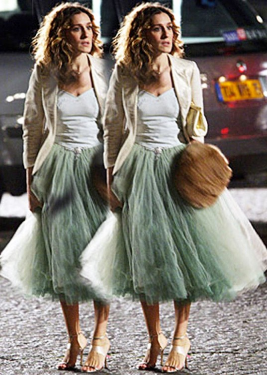 Carrie-Bradshaw-Sex-And-The-City-Sarah-Jessica-Parker-Best-Looks-StyleChi-Green-Tutu-Skirt-White-Bodice-Cream-Blazer-Brown-Bag
