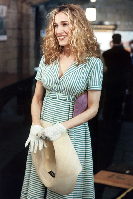 Carrie-Bradshaw-Sex-And-The-City-Sarah-Jessica-Parker-Best-Looks-StyleChi-Long-Retro-Green-White-Stripe-Shirt-Dress-Straw-Hat-White-Gloves