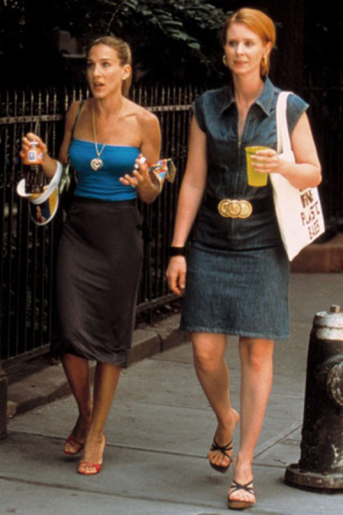 Carrie-Bradshaw-Sex-And-The-City-Sarah-Jessica-Parker-Best-Looks-StyleChi-Miranda-Turquoise-Strapless-Top-Charcoal-Fitted-Skirt-Visor-Red-Barely-There-Heels-Gold-Chain