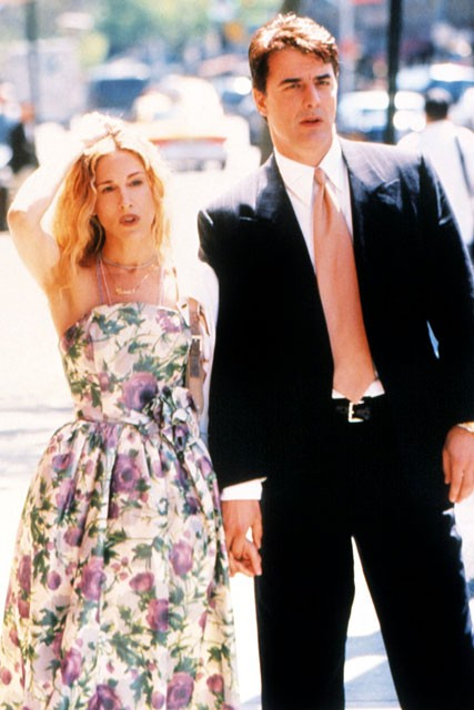 Carrie-Bradshaw-Sex-And-The-City-Sarah-Jessica-Parker-Best-Looks-StyleChi-White-Green-Lilac-Floral-Retro-Dress-Big