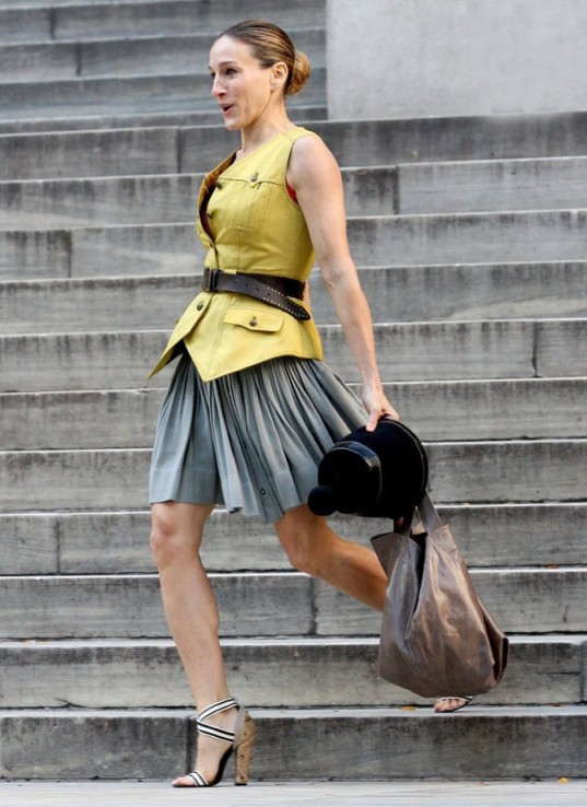 Carrie-Bradshaw-Sex-And-The-City-Sarah-Jessica-Parker-Best-Looks-StyleChi-Yellow-Waistcoat-Brown-Belt-Green-Buttoned-Pleated-Skirt-Block-Heeled-Sandals