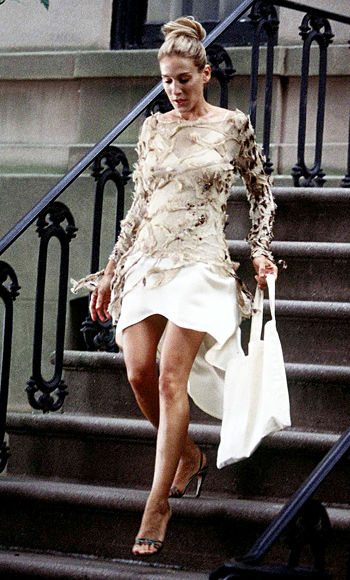 Carrie-Bradshaw-Sex-And-The-City-Sarah-Jessica-Parker-Best-Looks-StyleChi
