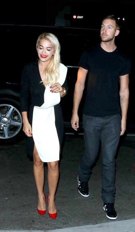 rita-ora-stylechi-calvin-harris-boyfriend-black-white-v-neck-long-sleeve-monochrome-dress-red-pointed-heels