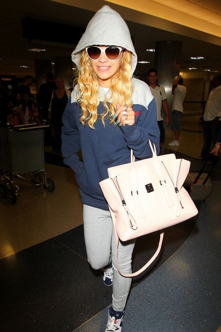 Rita Ora StyleChi Casual Street Airport Style Navy Grey Hoodie Sunglasses Grey Keggings Trainers Light Pink Bag
