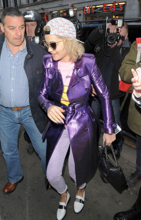 Rita Ora StyleChi Casual Style Reverse Cap Purple Metallic Trench Coat Lilac Jeans White Loafers Retro Sunglasses