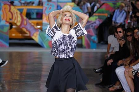 Rita Ora StyleChi DKNY Catwalk Monochrome Look Boxy Cop Top Skater Skirt