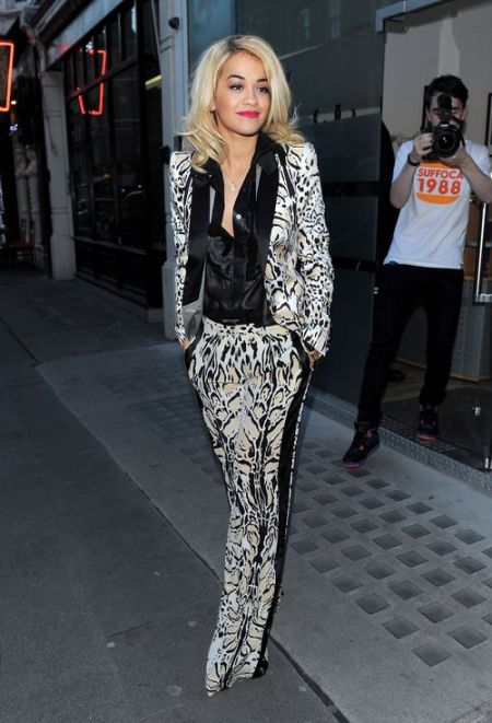 rita-ora-stylechi-london-roberto-cavalli-monochrome-suit-black-white-pattern-black-satin-shirt