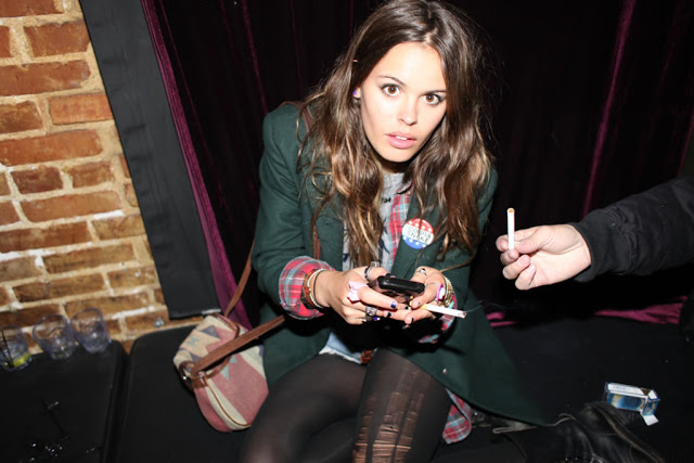Atlanta-De-Cadenet-Taylor-Best-Looks-StyleChi-Green-Blazer-Tartan-Lining-Ripped-Ladder-Tights-Badge-Patterned-Bag-Party