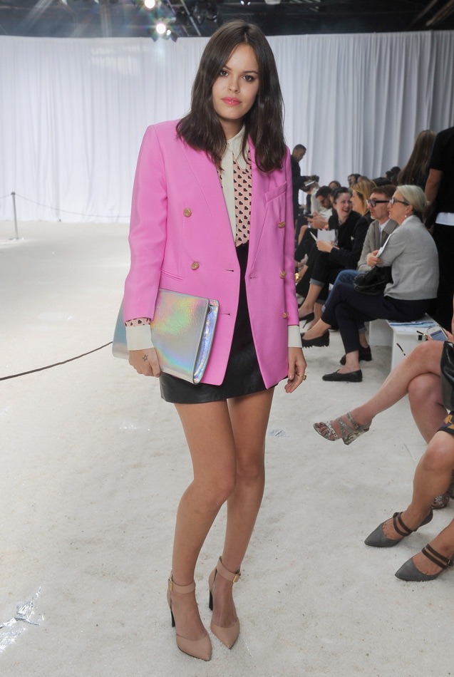 Atlanta-De-Cadenet-Taylor-Best-Looks-StyleChi-Iridescent-Oversized-Clutch-Pink-Blazer-Patterned-Shirt-Contrasting-Colours-Black-Leather-Skirt-Fashion-Week