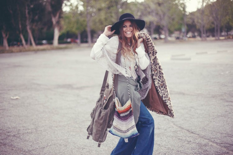 Atlanta-De-Cadenet-Taylor-Best-Looks-StyleChi-Leopard-Fur-Coat-Black-Felt-Hat-Flared-Jeans-White-Blouse-Boho-Style