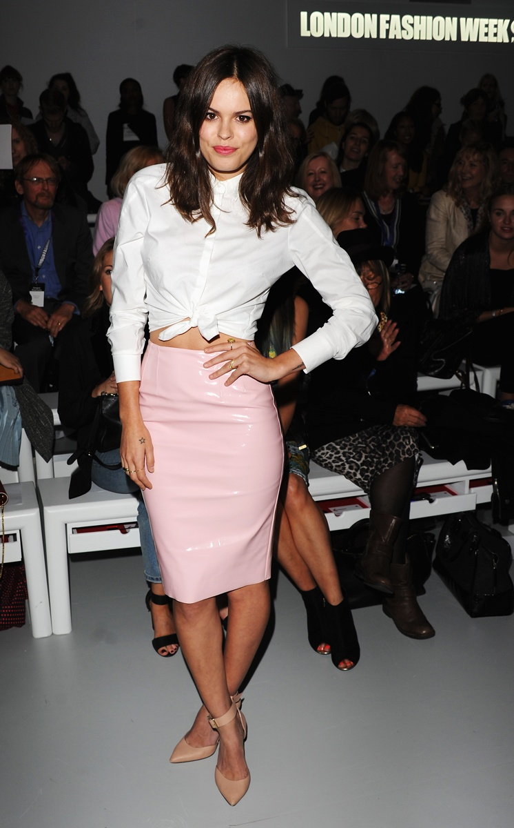 Atlanta-De-Cadenet-Taylor-Best-Looks-StyleChi-Pastels-White-Knotted-Shirt-Pink-Leather-Pencil-Skirt-Nude-Pointed-Shoes-London-Fashion-Week
