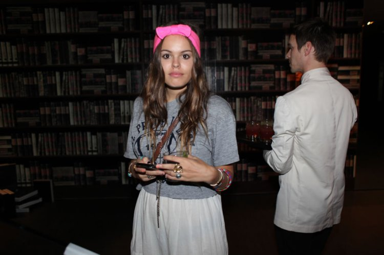 Atlanta-De-Cadenet-Taylor-Best-Looks-StyleChi-Pink-Headband-Grey-T-Shirt-White-Pleated-Skirt-Multi-Chain-Necklace