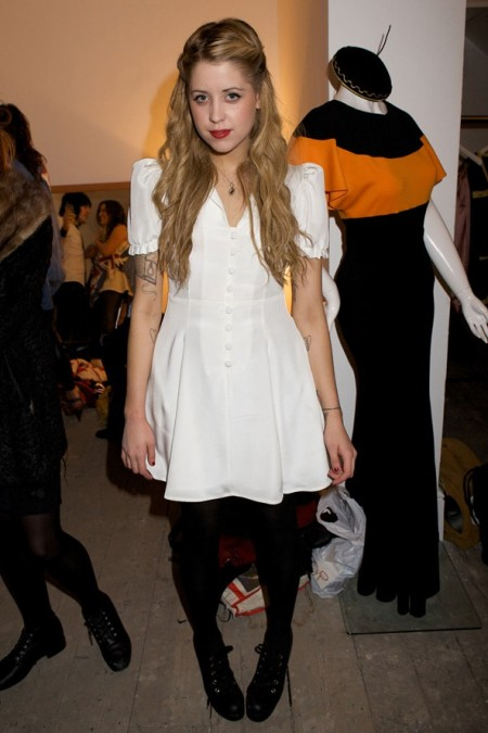 Peaches-Geldof-StyleChi-Best-Looks-2009-White-Short-Sleeve-Retro-Dress-Black-Tights-Lace-Up-Heeled-Boots