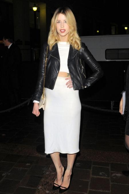Peaches-Geldof-StyleChi-Best-Looks-AW14-Etam-Paris-Fashion-Week-Black-Leather-Jacket-White-Crop-Top-Pencil-Skirt-Chain-Bag-Pointed-Heels