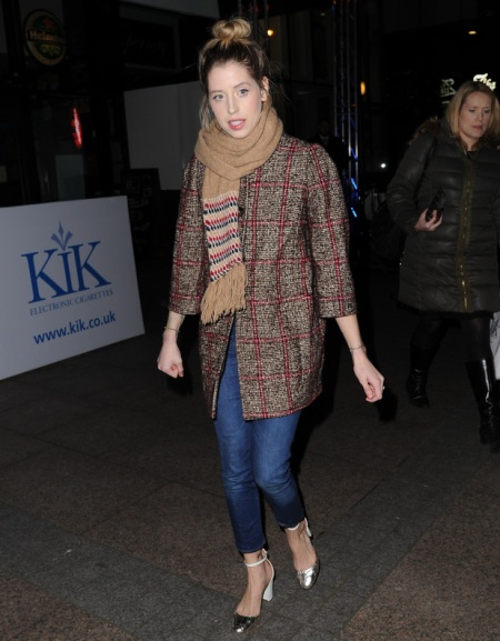 Peaches-Geldof-StyleChi-Best-Looks-Beige-Scarf-Checked-Brown-Red-Coatigan-Ankle-Grazing-Skinny-Jeans-Silver-White-Heels