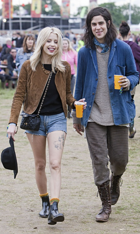 Peaches-Geldof-StyleChi-Best-Looks-Festival-Fashion-Glastonbury-2013-Brown-Suede-Jacket-Cut-Off-Denim-Shorts-Patent-Chelsea-Boots-Quilted-Chain-Cross-Body-Bag-Black-Hat-Boyfriend