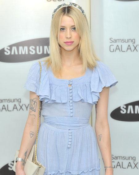Peaches-Geldof-StyleChi-Best-Looks-Floral-Headband-Light-Blue-Ruffle-Buttoned-Dress-White-Bag
