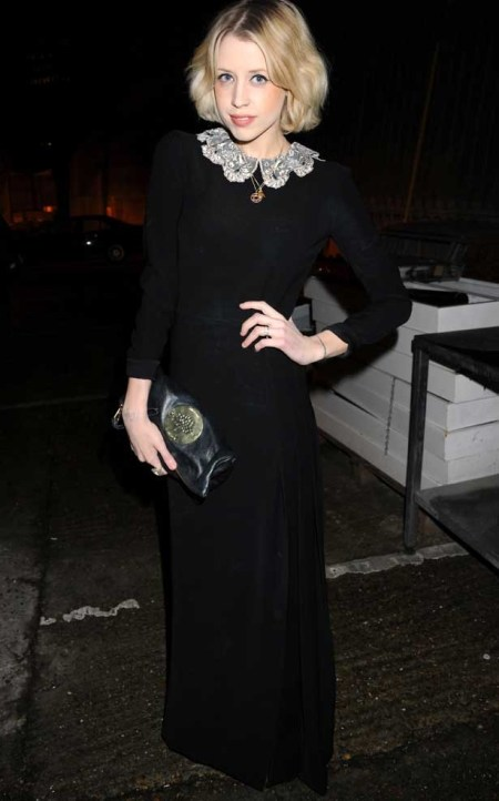 Peaches-Geldof-StyleChi-Best-Looks-Long-Black-Maxi-Embellished-Collar-Clutch