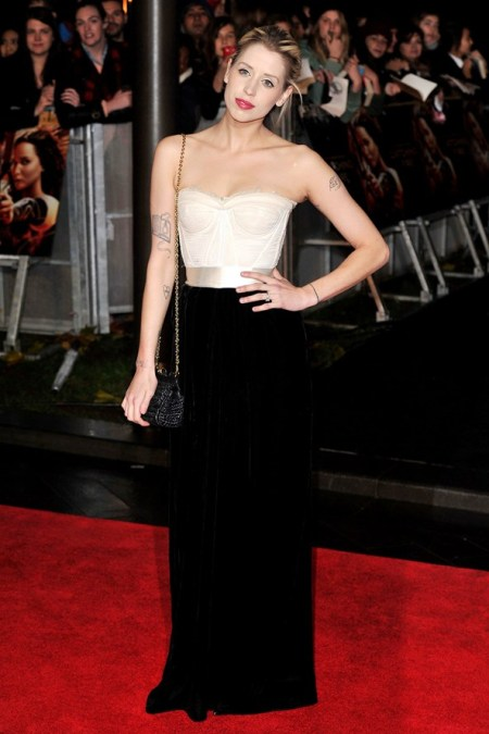 Peaches-Geldof-StyleChi-Best-Looks-Red-Carpet-White-Bustier-Silver-Waistband-Black-Velvet-Skirt-Dress