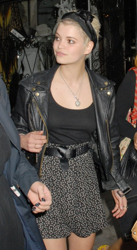 Pixie-Geldof-Best-Looks-StyleChi-Black-Leather-Jacket-Headband-Heart-Necklace-Floral-High-Waist-Skirt-Belt-Blonde