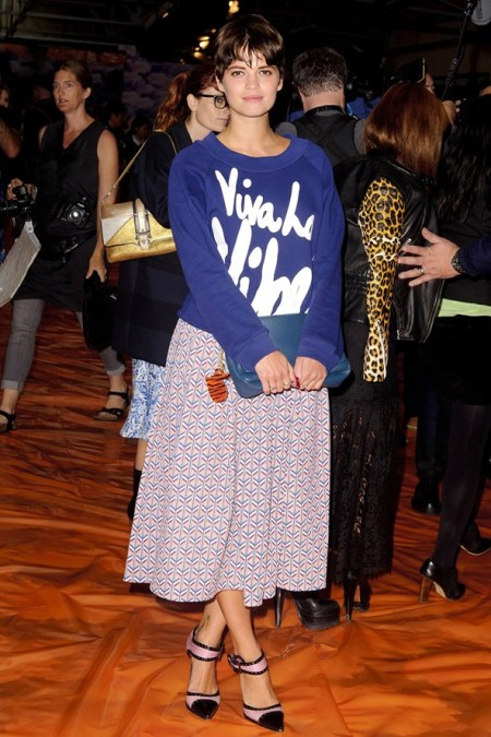Pixie-Geldof-Best-Looks-StyleChi-Blue-Jumper-White-Text-Print-Midi-Puff-Out-Skirt-Pointed-Sandals-Brunette