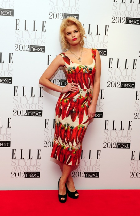 Pixie-Geldof-Best-Looks-StyleChi-Elle-Style-Awards-2013-Red-Hot-Pepper-Pattern-Midi-Dress-Black-Peep-Toes-Red-Carpet-Blonde