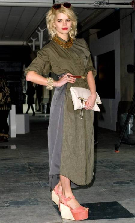 Pixie-Geldof-Best-Looks-StyleChi-Oversized-Two-Tone-Khaki-Grey-Shirt-Dress-Brown-Belt-Statement-Chain-Necklace-Sunglasses-Chunky-Pink-White-Peep-Toe-Platforms-Blonde