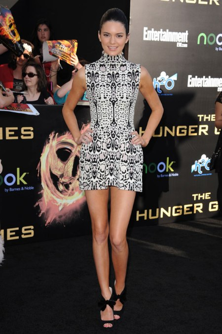 Kendall-Jenner-Red-Carpet-Style-StyleChi-Best-Looks-2012-High-Neck-Black-White-Sleeveless-Print-Mini-Dress