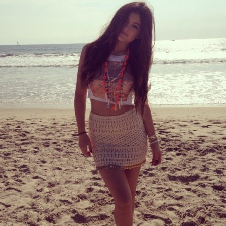 Kylie-Jenner-Best-Outfits-StyleChi-Beach-Look-Holiday-Patterned-Crop-Top-Textured-Skirt