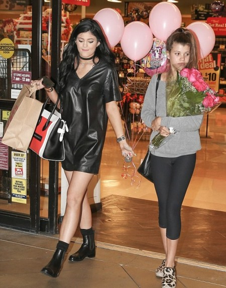 Kylie-Jenner-Best-Outfits-StyleChi-V-Neck-Short-Leather-Dess-Chelsea-Boots-Choker