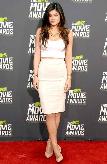 Kylie-Jenner-StyleChi-Best-Outfits-Red-Carpet-White-Crop-Tank-Top-Cream-High-Waist-Pencil-Skirt-Nude-Patent-Pointed-Heel-Gold-Chain