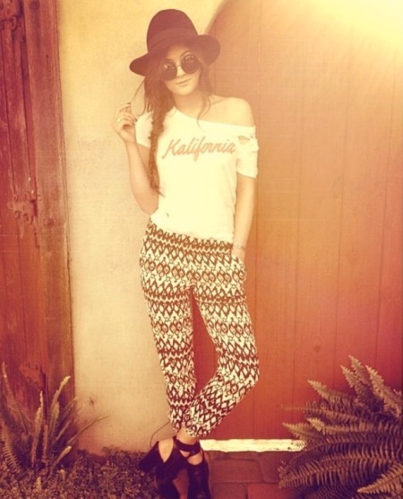 Kylie-Jenner-StyleChi-Best-Outfits-Style-Hat-Round-Sunglasses-Fishtail-Plait-Kalifornia-Top-Aztec-Ethnis-Print-Trousers-Cut-Out-Shoe-Boots