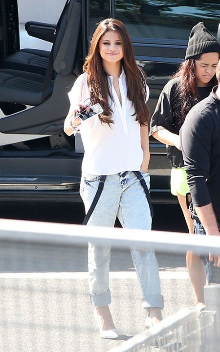 selena-gomez-Style-nrj-radio-station-paris-boxy-short-sleeve-shirt-light-wash-brace-boyfriend-jeans-white-ankle-strap-croc-wedges