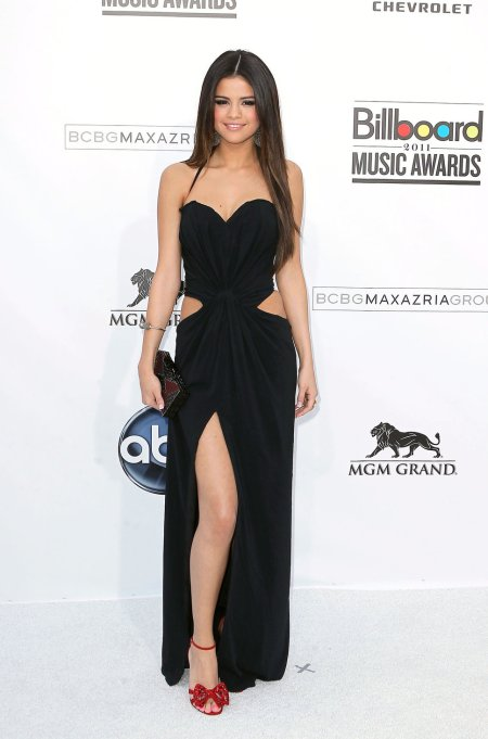 Selena-Gomez-Style-Red-Carpet-StyleChi-2011-Black-Heart-Neckline-Cut-Out-Split-Gown-Billboard-Music-Awards-Red-Barely-There-Bow-Heels