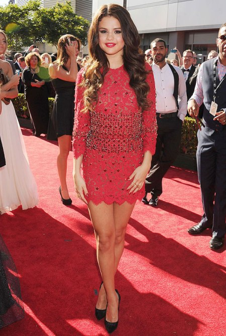 Selena-Gomez-Style-Red-Carpet-StyleChi-ESPY-Awards-2013-Red-Lace-Embellished-Waist-Mini-Dress