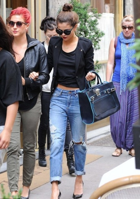 Selena-Gomez-Style-Street-Casual-StyleChi-2013-Black-Blazer-Crop-Knotted-Top-Ripped-Boyfriend-Jeans-Navy-Bag-Suglasses-Milan