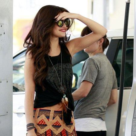 Selena-Gomez-Style-Street-Casual-StyleChi-2013-Boho-Knotted-T-Shirt-Mirror-Sunglasses-Ethnic-Print-Skirt
