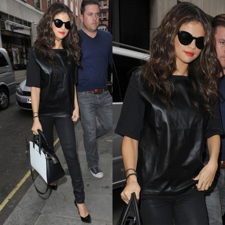 Selena-Gomez-Style-Street-Casual-StyleChi-Black-Leather-Top-Wet-Look-Jeans-Pointed-Heels-Sunglasses-Monochrome