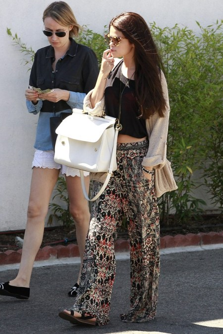 Selena-Gomez-Style-Street-Casual-StyleChi-Ethnice-Print-Wide-Leg-Boho-Trousers-Black-Crop-Top-White-Handbag-Black-Sandals