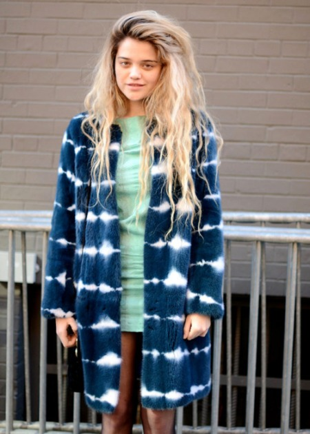 Sky-Ferreira-StyleChi-Style-Best-Outfits-Blonde-Blue-Fur-Coat-White-Stripe-Mint-Green-Dress