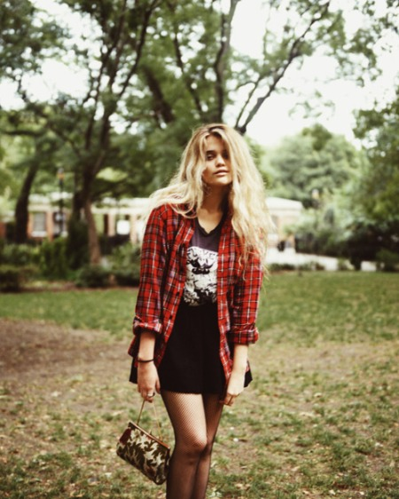 Sky-Ferreira-StyleChi-Style-Best-Outfits-Blonde-Checked-Open-Shirt