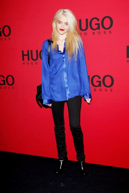 Sky-Ferreira-StyleChi-Style-Best-Outfits-Blonde-Purple-Blue-Shirt-Black-Jeans-Shoe-Boots