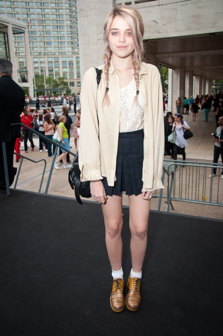 Sky-Ferreira-StyleChi-Style-Best-Outfits-Blonde-Yellow-Open-Shirt-White-Lace-Top-Pleated-Navy-Skirt-Brogues-Braided-Hair