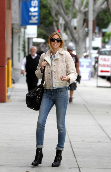 Whitney-Port-Style-Best-Outfits-StyleChi-Black-Wedge-Lace-Up-Boots-Cream-Boucle-Jacket-Denim-Skinny-Jeans-Round-Sunglasses-Oversized-Bag