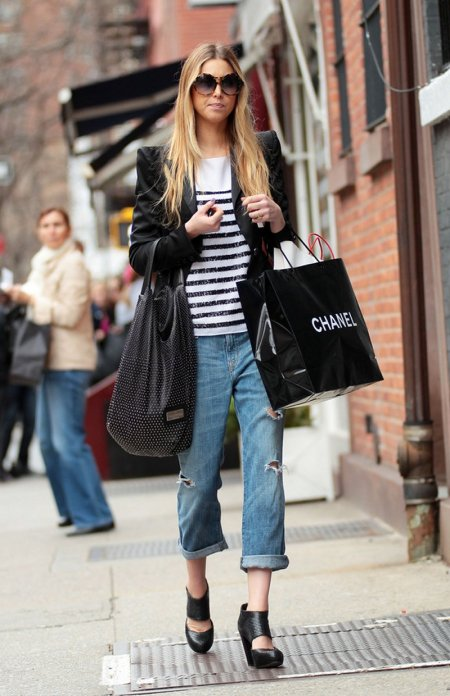 Whitney-Port-Style-Best-Outfits-StyleChi-Boyfriend-Ripped-Jeans-Striped-Black-White-Top-Black-Epaulettes-Blazer-Round-Sunglasses-Black-Heels