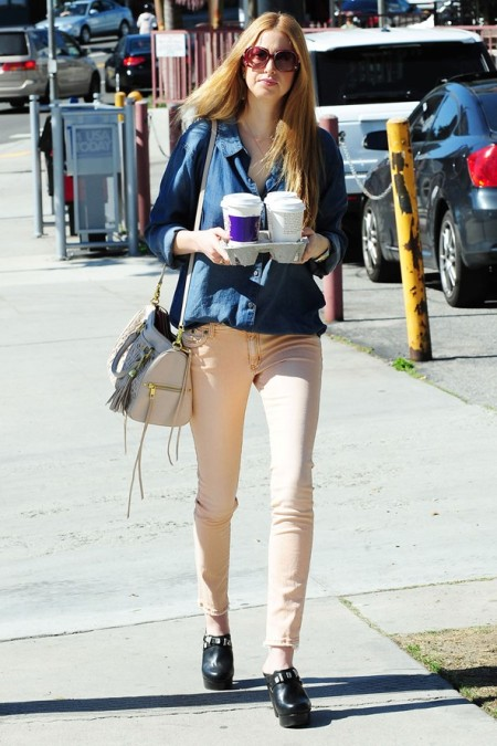 Whitney-Port-Style-Best-Outfits-StyleChi-Denim-Shirt-Cream-Bag-Nude-Skinny-Jeans-Black-Studded-Cloggs-Brown-Oversize-Sunglasses