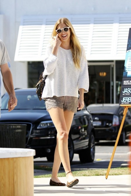 Whitney-Port-Style-Best-Outfits-StyleChi-Taupe-Lace-Scallop-Edge-Shorts-White-Knitted-Sweater-Sunglasses-Leopard-Ballerinas