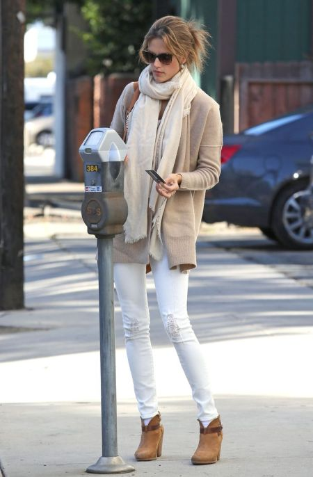 Alessandra-Ambrosio-Best-Outfits-Style-StyleChi-Beige-Cardigan-White-Jeans-Brown-Ankle-Boots